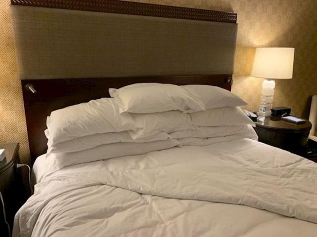 """""""Žena je tražila viška jastuk u hotelu. Dobila je ovu planinu jastuka"""""""