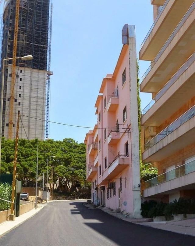 5. Zgrada je sagrađena samo da bi blokirala pogled na more zgradi iza sebe. Vlasnici zgrada su inače braća. Svađe u ovoj obitelji su skup sport