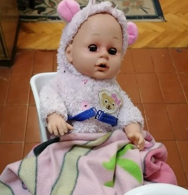 """""""Pronašla sam lutku koju je moja kćer ovako osigurala da ne padne sa stolice"""""""