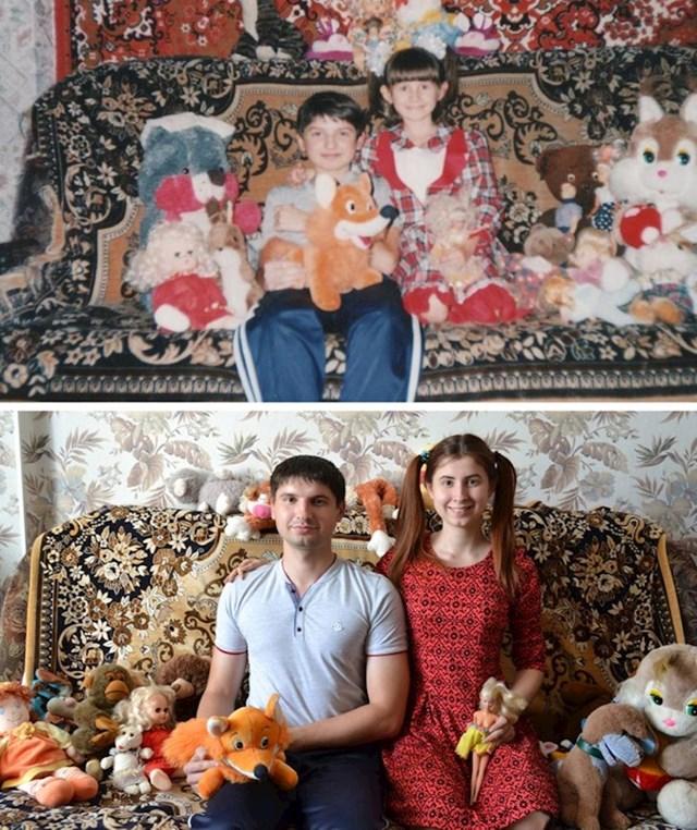 Brat i sestra i svi njihovi plišanci prije 15 godina i sad
