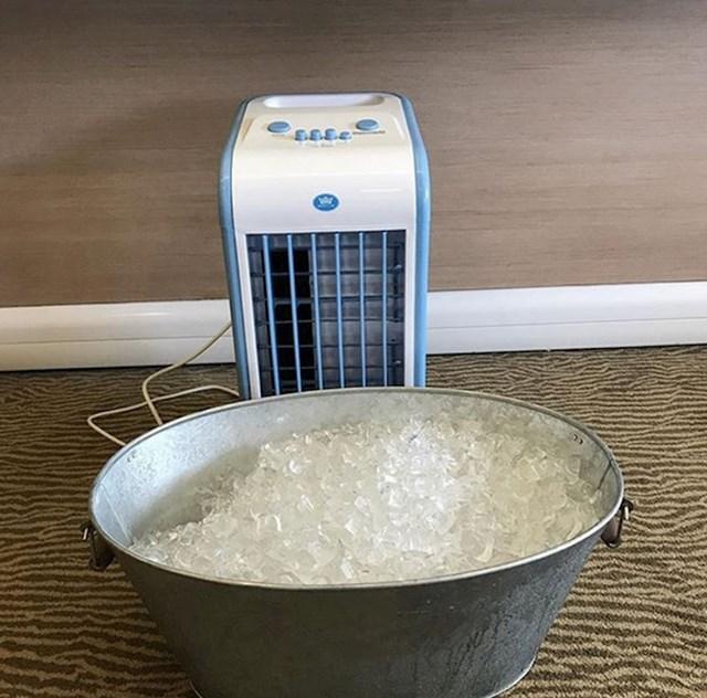 10. Dame i gospodo- soba s klima-uređajem koji izgleda ovako