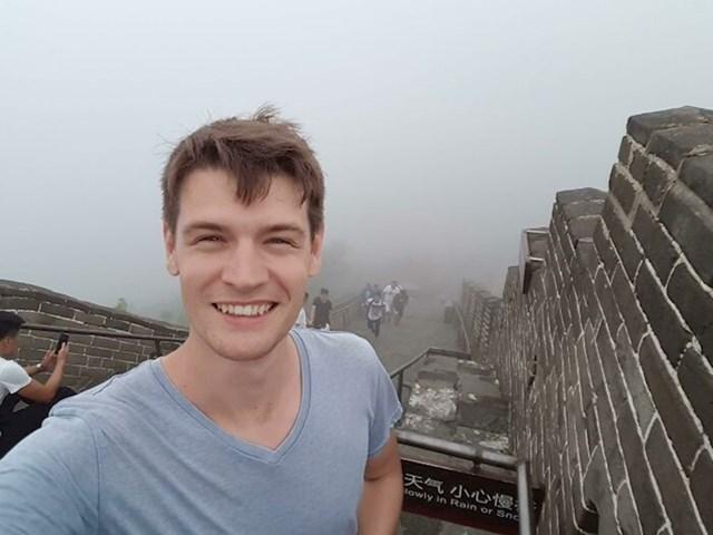 14. Ovaj tip nikad neće zaboraviti dan kada je bio na Kineskom zidu