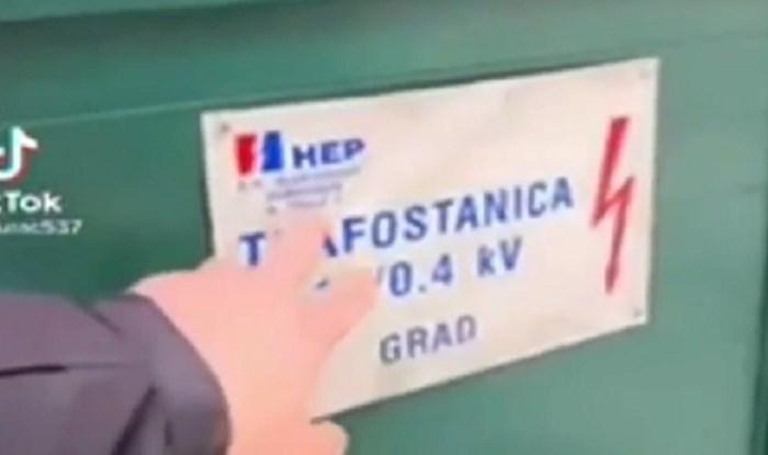 Pogledajte što je tip rekao turistu o ovoj oznaci; znak za napon bio je presudan, a snimka je hit!