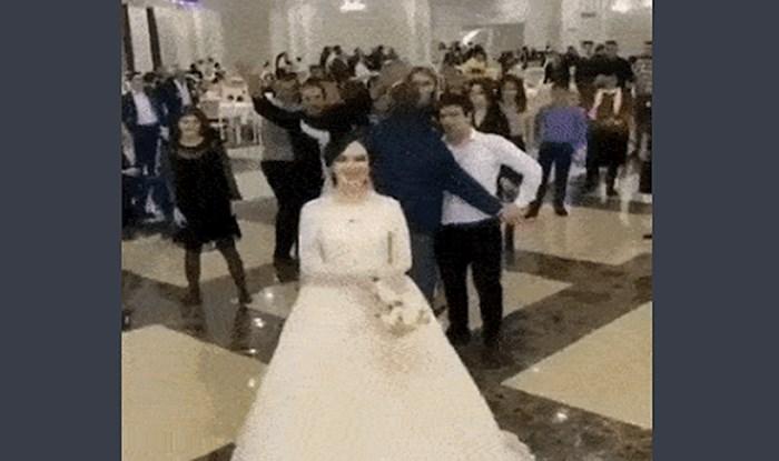 Kada se dvije uzvanice žarko žele udati, očekujte nered pri bacanju buketa; ovo je sve!