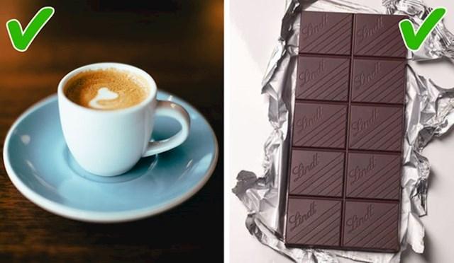 Konzumirajte kofein i sintetički melatonin. Sintetički melatonin bi vas trebao blago uspavati, a na dane kada se ne naspavate dovoljno, popijte šalicu kave ili čaja. Tein i kofein iz njih, dat će vam energiju za dan pred vama.