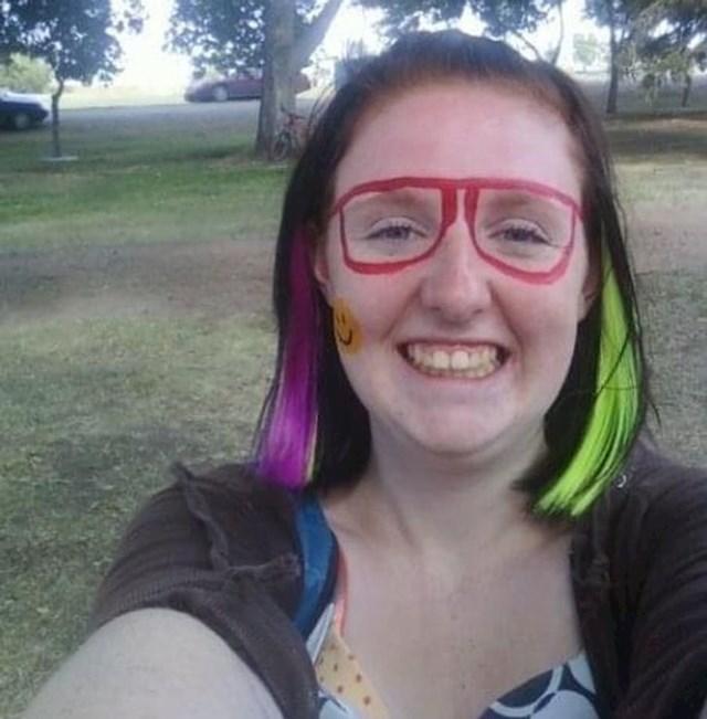"""""""Pitam se zašto sam potisnula fazu kada sam svakodnevno crtala naočale i smajliće po licu..."""""""