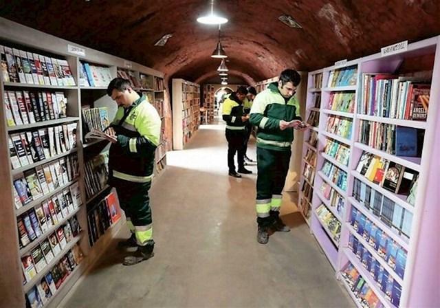 Turski smetlari skupljali su odbačene knjige i otvorili knjižnicu