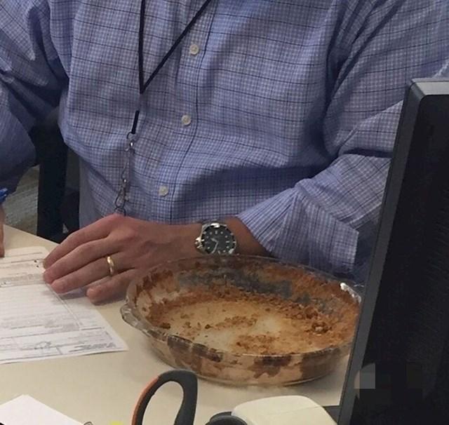 """""""Nije mi bilo jasno gdje mi je nestala pita. Našla sam je u šefovom uredu, barem njene ostatke"""""""