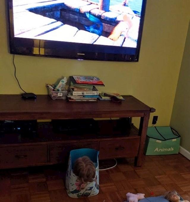 2. pravilo- gledaj televiziju iz kutije za igračke i na najmanjoj mogućoj udaljenosti