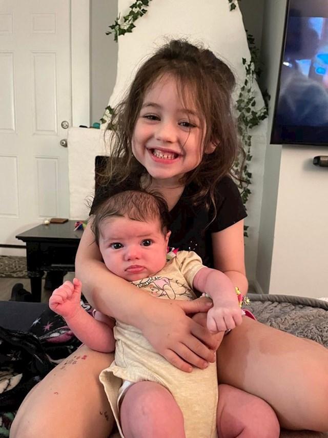 """""""Obožava svoju sestricu"""""""