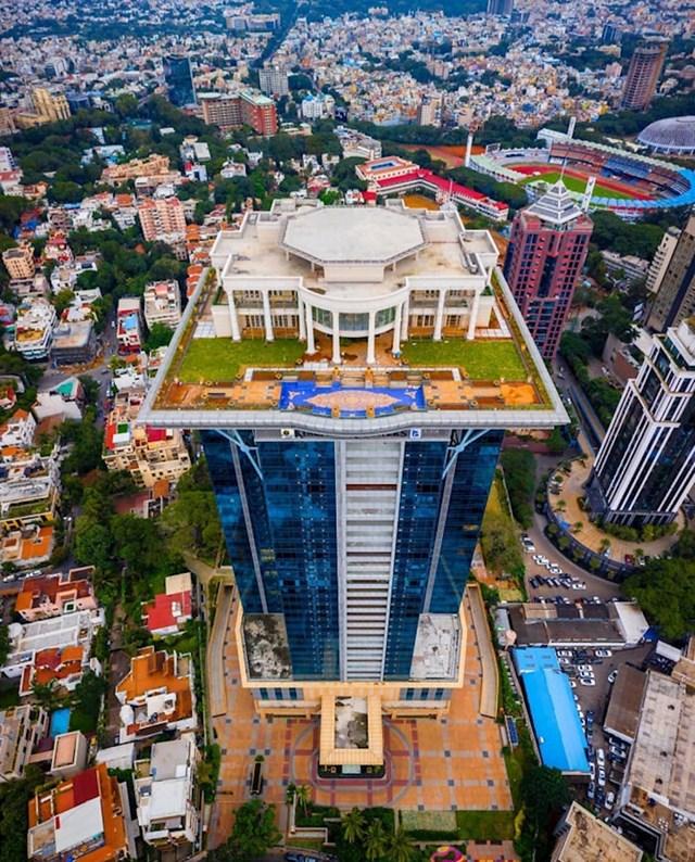 Bangalore, Indija- milijunaševa vila na vrhu nebodera