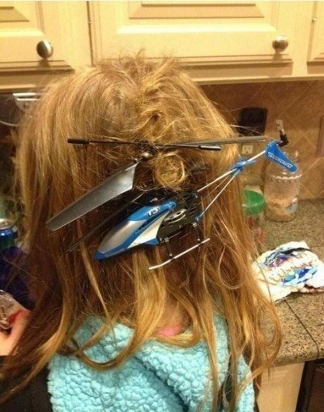 1. Helikopterom na daljinsko upravljanje je uspila napraviti ovo