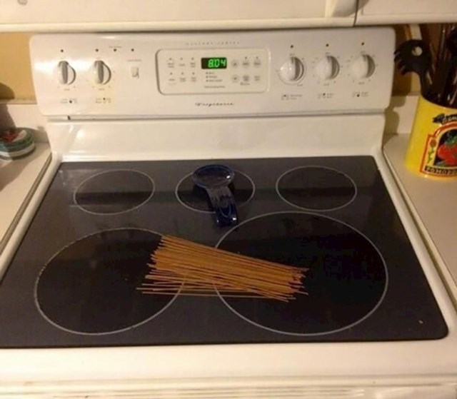 """""""Rekla sam mu da stavi špagete na štednjak..."""""""
