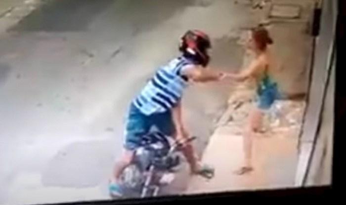 Lopov je mislio je da će ova sitna žena biti lak plijen, ali gadno se prevario; ovo je odlično!