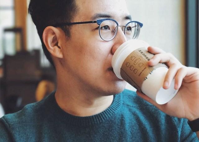 """""""Bio sam uvjeren da je ilegalno piti kavu prije 16. godine pa sam se, nekoliko dana nakon rođendana, počastio jednim espressom. Onda sam shvatio da još nisam napravio osobnu i da sam u gabuli ako me pitaju da im dokažem koliko sam star. Sve je, naravno, prošlo bez ikakvog problema, a ja sam bio uvjeren da sam zeznuo sistem"""""""