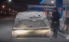 Nije bila sigurna puni li joj se spremnik gorivom pa je to provjerila na najgluplji mogući način