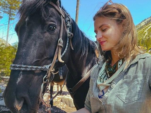 """""""Provela sam popodne u prirodi s konjima. Nakon dugo vremena osjetila sam nekakvu iskru života i strasti kako se budi u meni"""""""