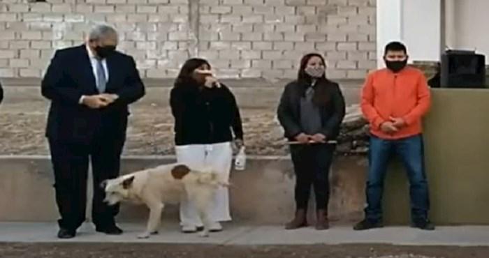 Načelnica je držala govor povodom otvaranja ureda baš na mjestu gdje se jedan pas odlučio olakšati