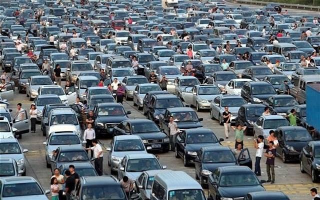 U Kini postoji usluga za ljude koji nemaju vremena ili živaca čekati u prometnoj gužvi. Dva tipa dođu na lokaciju gdje ste zastali, jedan se pobrine za vaš auto, drugi vas motorom odvede na drugu lokaciju!