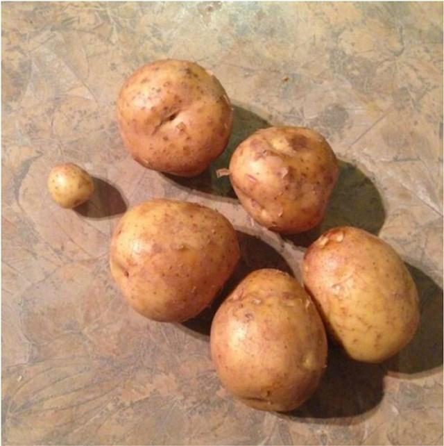 11. Žena mu je rekla da kupi 6 krumpira