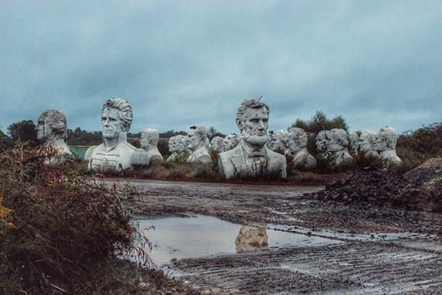 4. Glave američkih predsjednika odbačene na polju u ruralnom dijelu Virginije