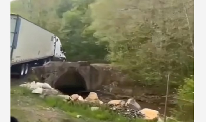 Ovaj kamion sama je sreća spasila od sigurne tragedije