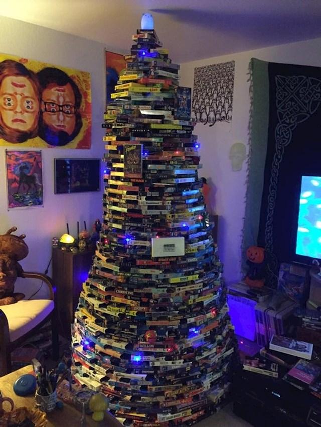 Božićno drvce od video kazeta