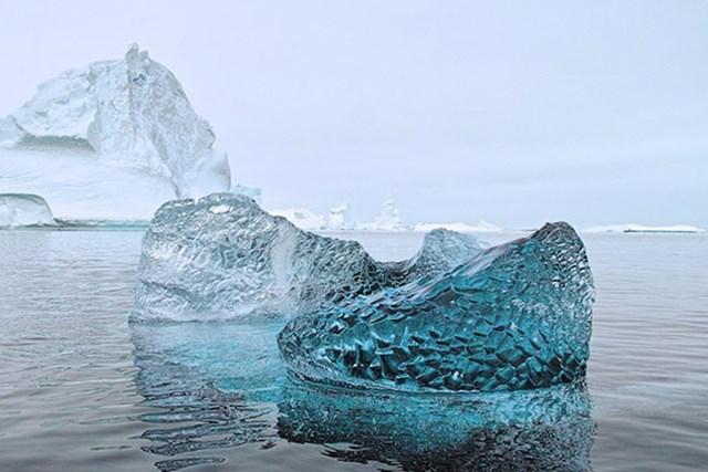 Komad 10 000 godina starog ledenjaka