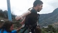 Tip se predomislio sekundu prije skoka na bungee jumpingu i napravio nešto presmiješno!