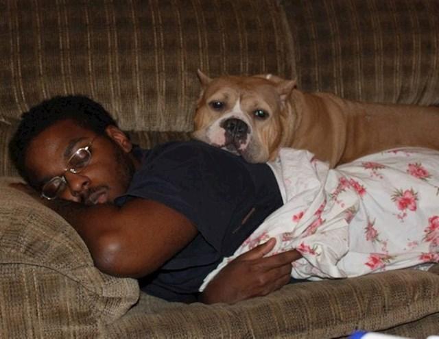 Cura je fotkala kako me pazio kad sam bio bolestan