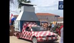 Nitko ne slavi pobjedu kao Hrvati; pogledajte što je tip montirao na auto! Ovo je genijalno!