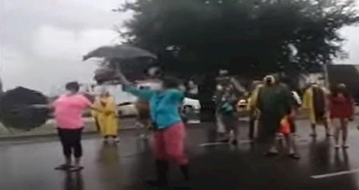 Prosvjednici su blokirali prometnu cestu i to se odmah pokazalo kao loša ideja
