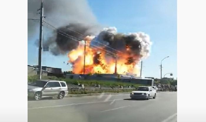 Uhvatio je točan trenutak eksplozije benzinske postaje u Rusiji; ovo je strašno!