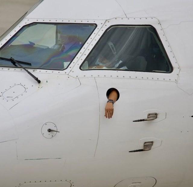 5. Pilot mora negdje odmoriti ruku