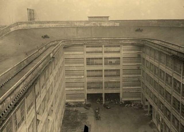 """Fiat je imao testnu stazu na krovu zgrade."""