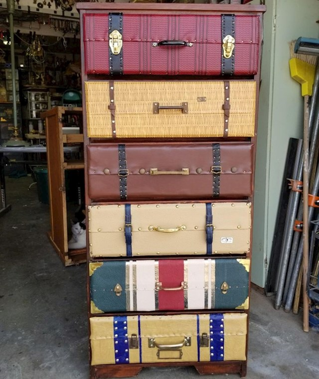 Ladice starog ormarića presvučene su materijalima da izgledaju kao koferi!