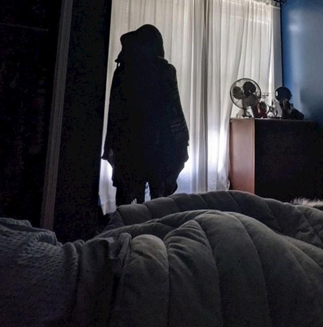 """""""Djevojka je noćas premjestila vješalicu da me ovakav prizor dočeka kad se probudim"""""""