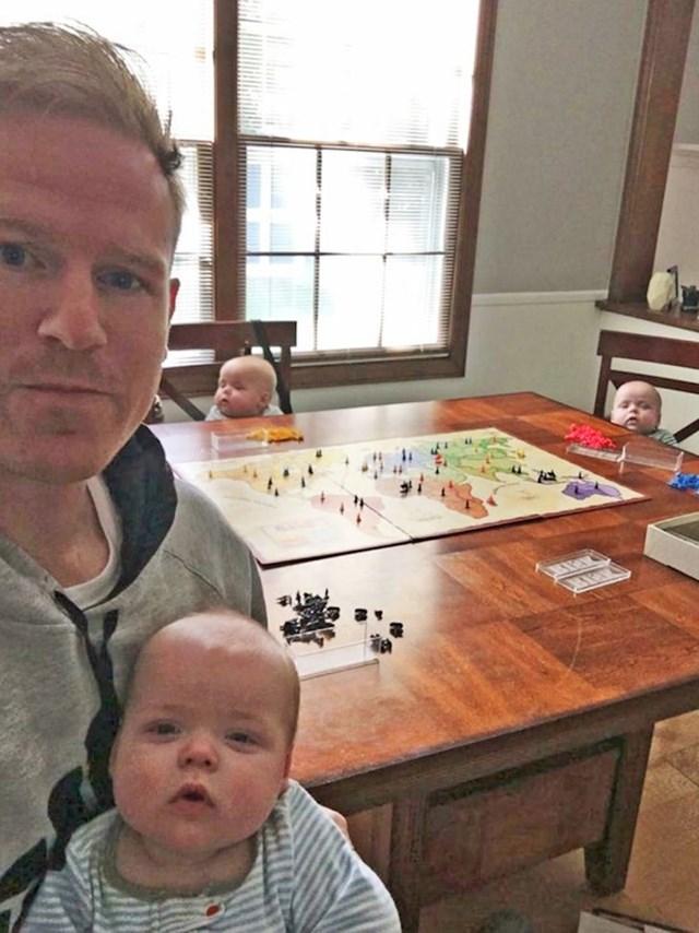 Prvi put da je ostao sam s djecom i žena dobije ovakvu sliku... Otac i muž godine!