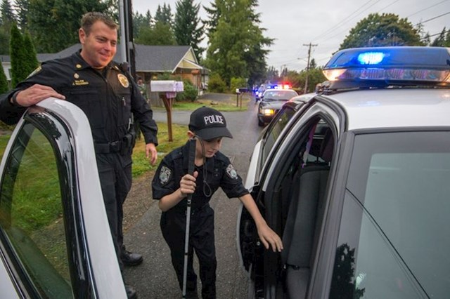 Posljednja želja ovog dječaka, čiji je tumor došao u terminalnu fazu, bila je da ide s policajcima u patrolu 😞