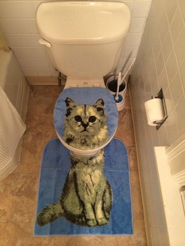 10. Sestra mi je birala tepihe za WC u novom stanu...