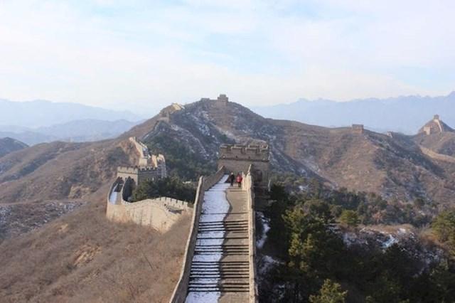 """""""Kineski zid u rano jutro. Noć prije je padao snijeg i sunce što je izašlo otopilo ga je samo s mongolske strane!"""""""