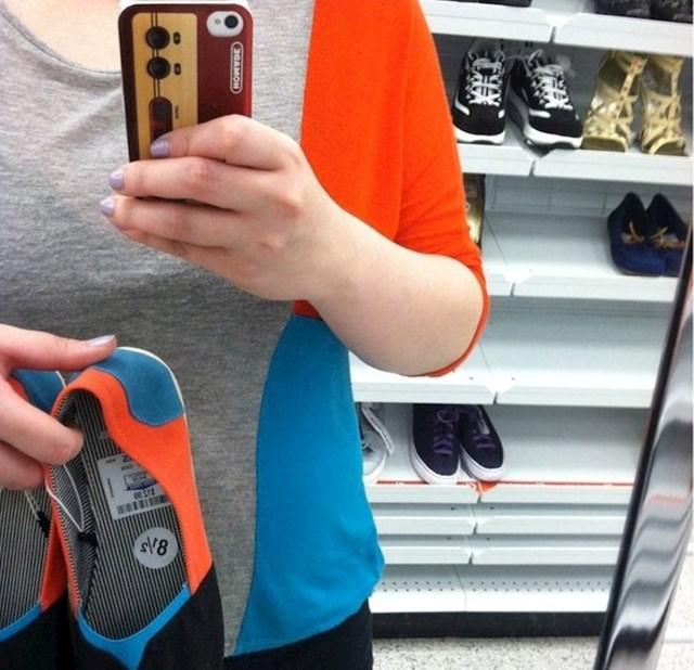 Pronašla je cipele koje savršeno odgovaraju njezinoj majici