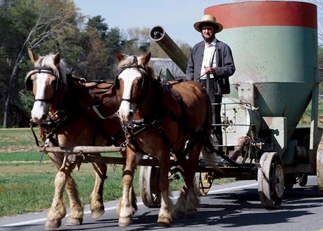"""""""Mislio sam da su Amiši glumci koji su zaljubljeni u takav stil života, ali da na kraju dana odlaze svojim kućama i žive kao ja. Sramotno je koliko sam godina imao kada sam shvatio da su oni prava zajednica koja tako živi 24 sata na dan"""""""