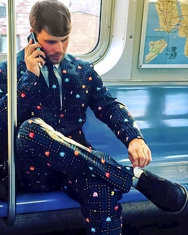 Vrlo zabavno odijelo!