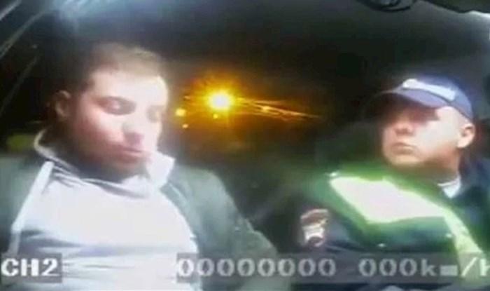 Pogledajte što je ovaj pijani vozač učinio kad ga je zaustavila policija