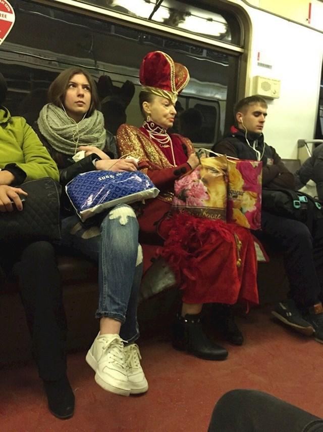 I kraljice se voze podzemnom.