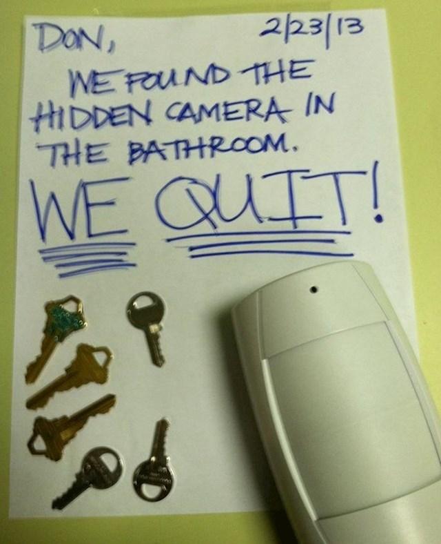 Njihov šef je instalirao nadzorne kamere u WC-u pa su dale otkaz.