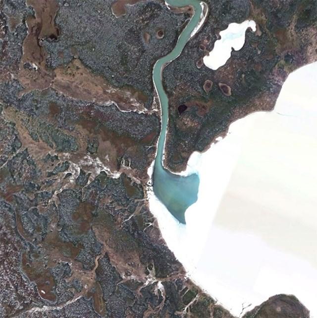 Rijeka koja nestaje u ledu.