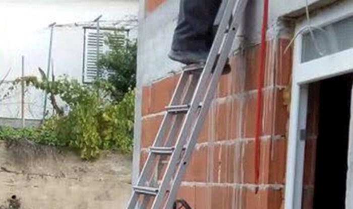 Ovaj majstor je pokazao što misli i zaštiti na radu i sigurnosti, pogledajte što mu je držalo ljestve