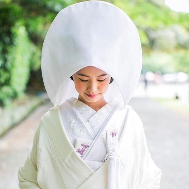 U Japanu mladenke nose bijeli kimono koji predstavlja čistoću.
